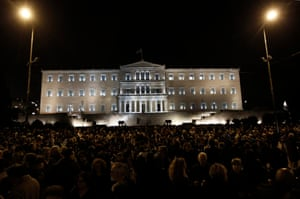 Protesters take part in a silent rally in solidarity with the Greek government outside the parliament building in Athens, Greece, 05 February 2015.