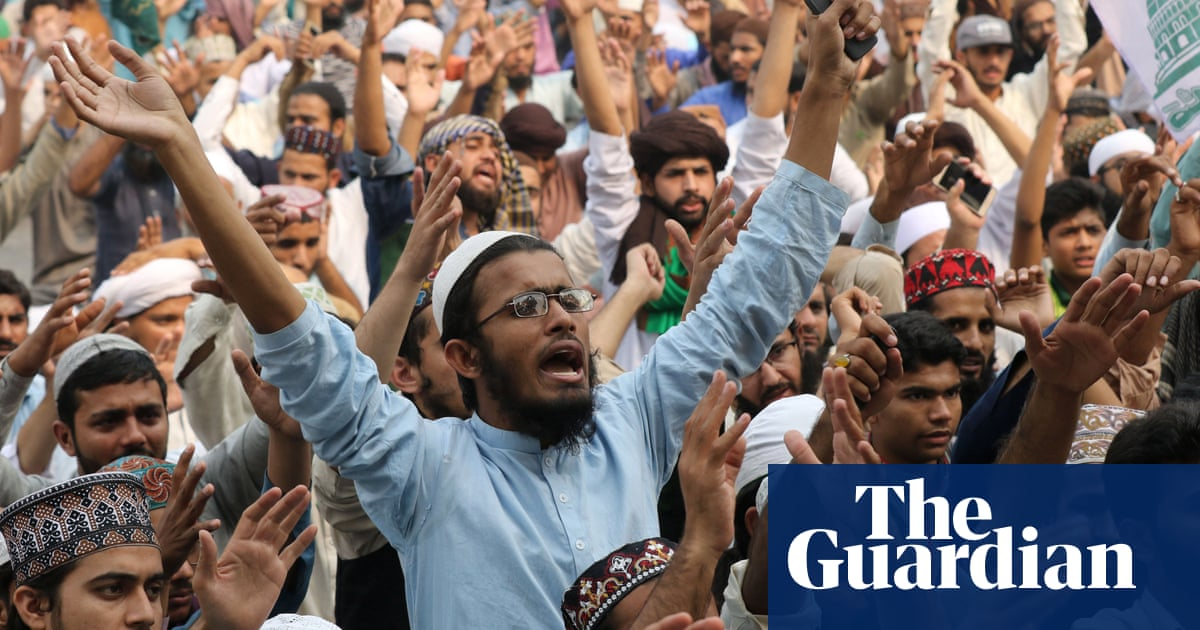 Asia Bibi: protests erupt in Pakistan after blasphemy conviction overturned  - video