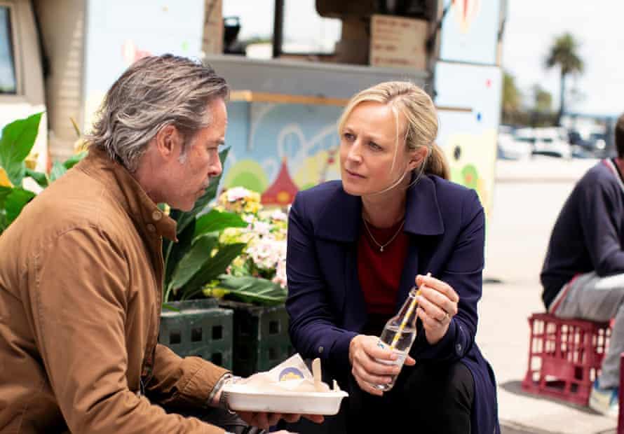 Jack (Guy Pearce), Linda (Marta Dusseldorp) in Jack Irish.