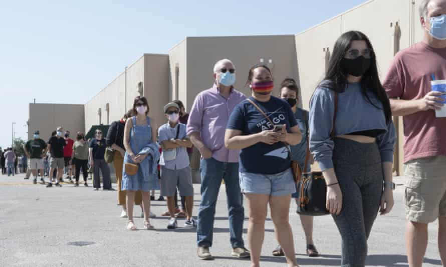 Long queues on the first day of early voting in Texas