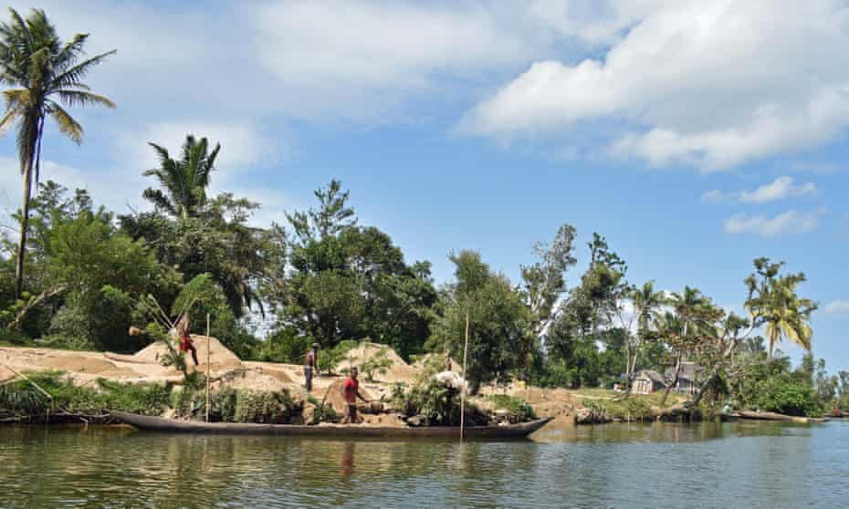 Workers mining for sand on the Pangalanes canal, Madagascar