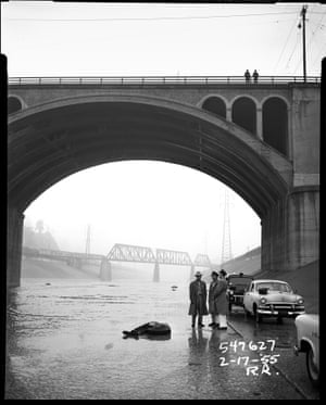 A body under a bridge over the LA River as police investigate – 1955
