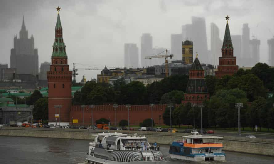 Moskva river in front of Kremlin