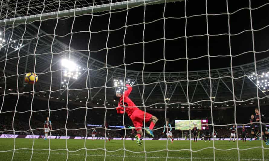 Javier Hernández's stoppage-time strike beats Petr Cech but crashes off the underside of the bar to deny West ham victory against Arsenal.