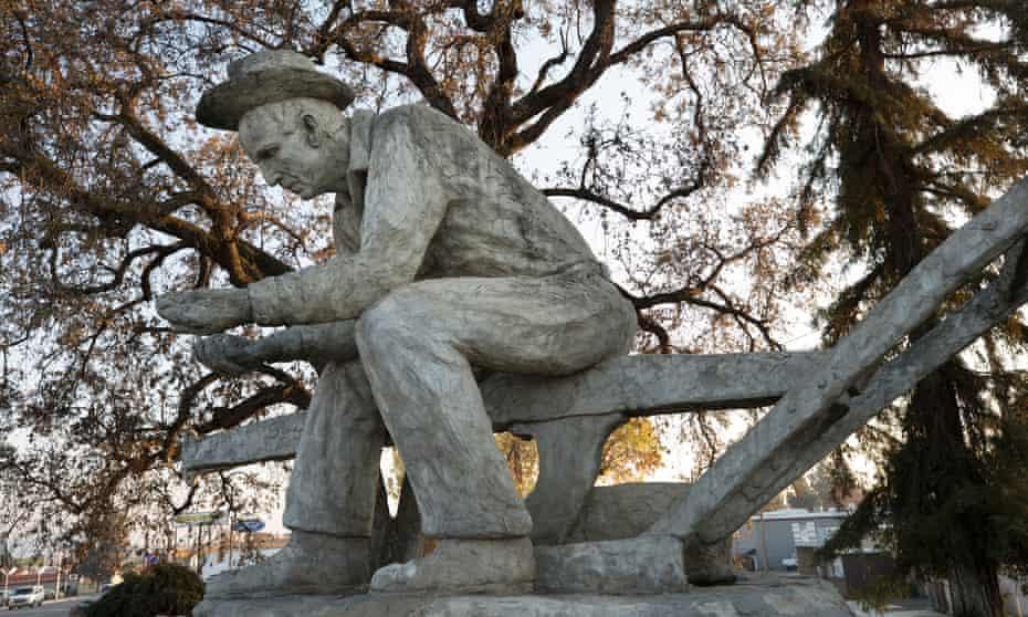 The salute to the farmer statue in Porterville California.