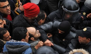 Protesters clash with security forces in Tunis