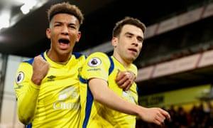 Everton's Seamus Coleman celebrates scoring a late goal with Mason Holgate.
