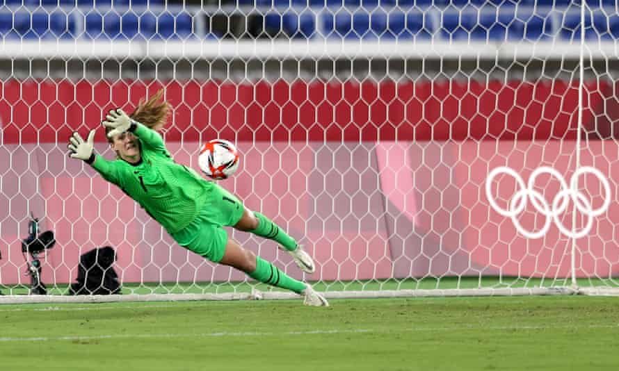 Alyssa Naeher saves Netherlands' first penalty in Friday's shootout
