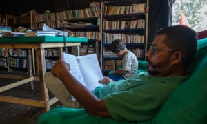 A community library in the Povos Sem Medo camp