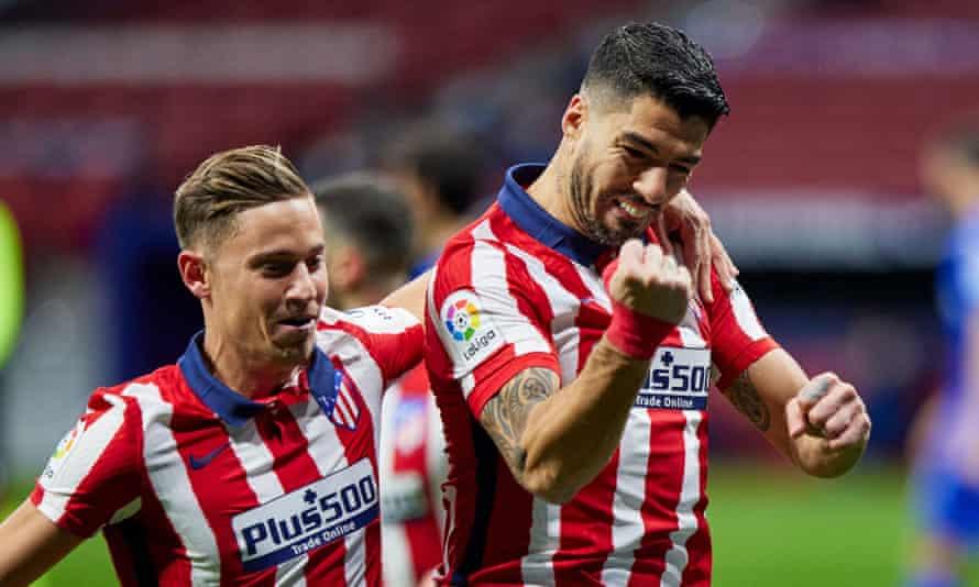 Luis Suárez celebrates after scoring the winner for Atlético against Getafe.