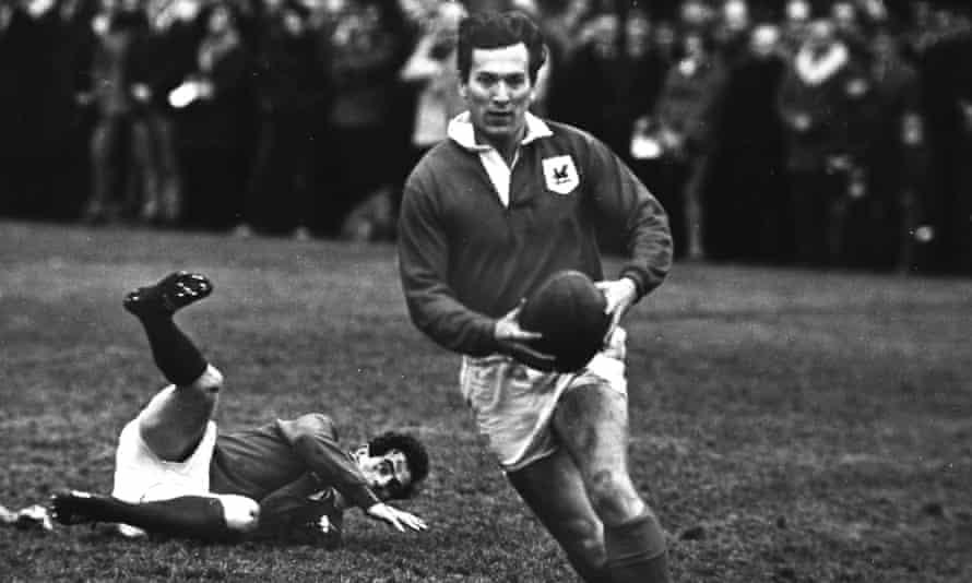 John Dawes in action for London Welsh against London Scottish in January 1969