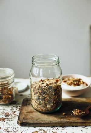 Autumn granola with hazelnuts, rye, spelt and dates