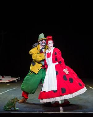 Roman Trekel and Marina Prudenskaya as Peter and Gertrud.