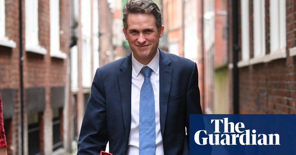 Education secretary wants ban on mobile phones in English schools