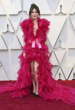 It was the dress that divided Twitter: Linda Cardellini in pink, frothy Schiaparelli couture. Loofah-luxe or Killing Eve-chic? Either way, she owned it. The actor played Dolores Vallelonga in Green Book, which received five nominations