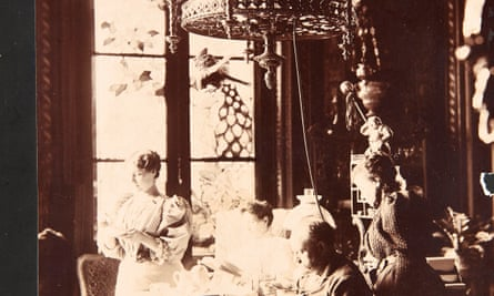 An image of the dining room at Médan by Émile Zola.
