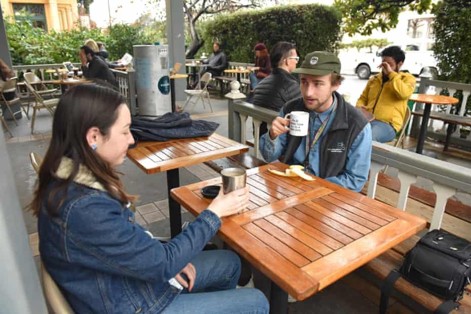 UC Berkeley students Mary Carmen Reid and Derek Popple enjoy coffee at Caffe Strada, a business that offers the Vessel program.