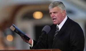 Franklin Graham addresses a funeral service.