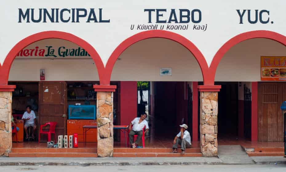 The town market in Teabo, Yucatán, where Luis and José Góngora grew up.