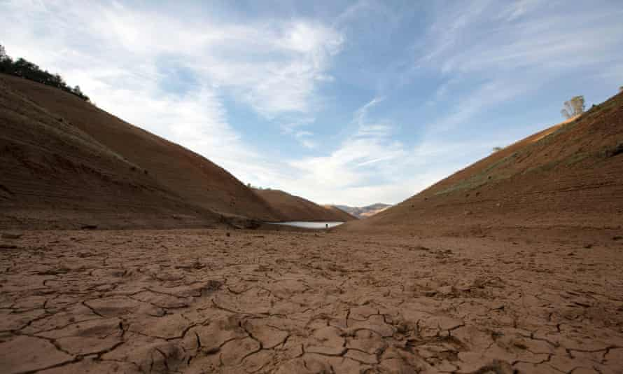 A section of Lake Oroville that is normally underwater lies dry and cracked under the California sun.