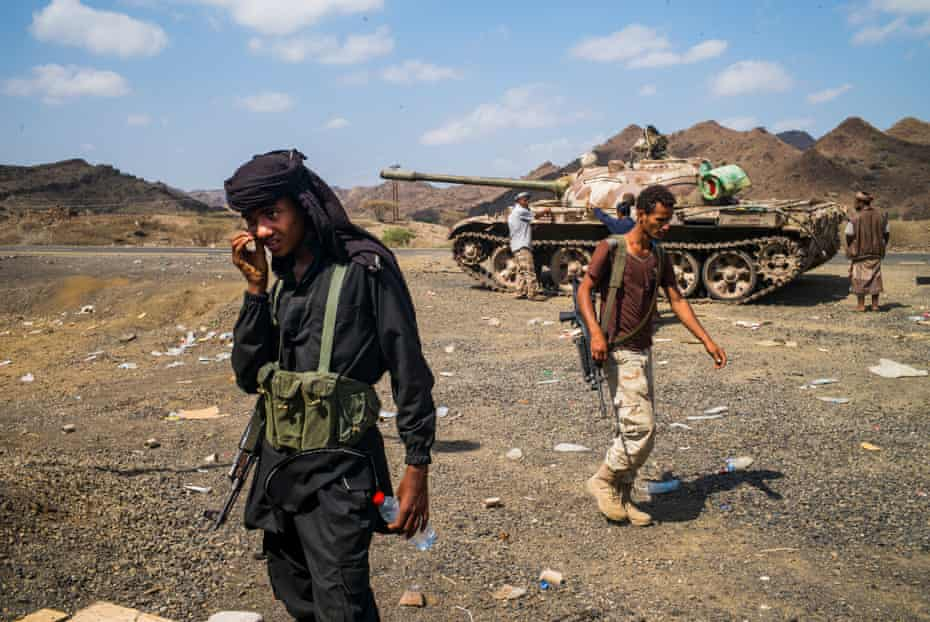 Pro Government, resistance fighter, some of them are Jihadis, at the frontlines on the old South-North Yemen border. By Ghaith Abdulahad
