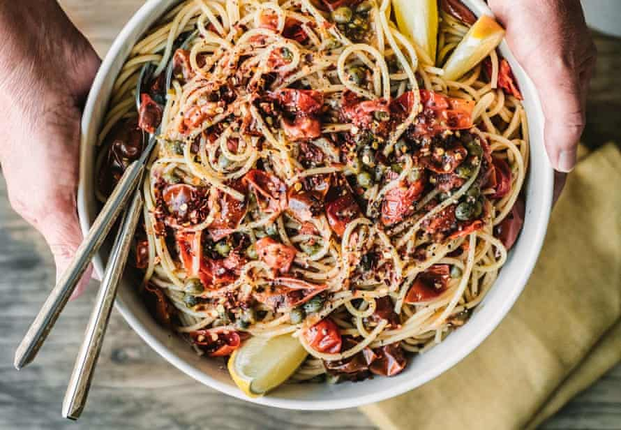 Spaghetti with capers, cherry tomatoes and lemon