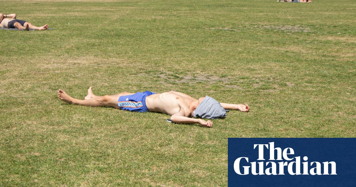 Sunny coverage of UK heatwaves forgets risks, say climate experts