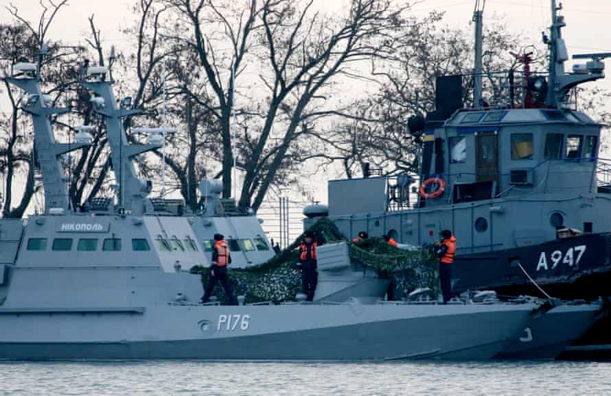 The Nikopol gunboat and the Yany Kapu tugboat of the Ukrainian navy docked in Russian-controlled Crimea.