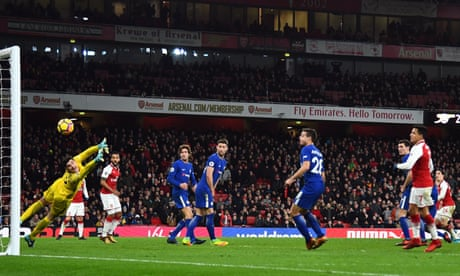 Hectór Bellerín makes late amends for Arsenal after Chelsea comeback