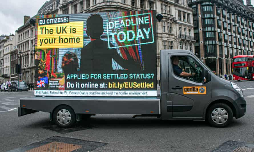 A van in Westminster reminding EU citizens in the UK of the deadline to register for settled status.