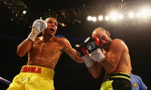 Eubank Jr begins to land a few swinging punches with O'Sullivan struggling as the fight reaches the halfway mark.