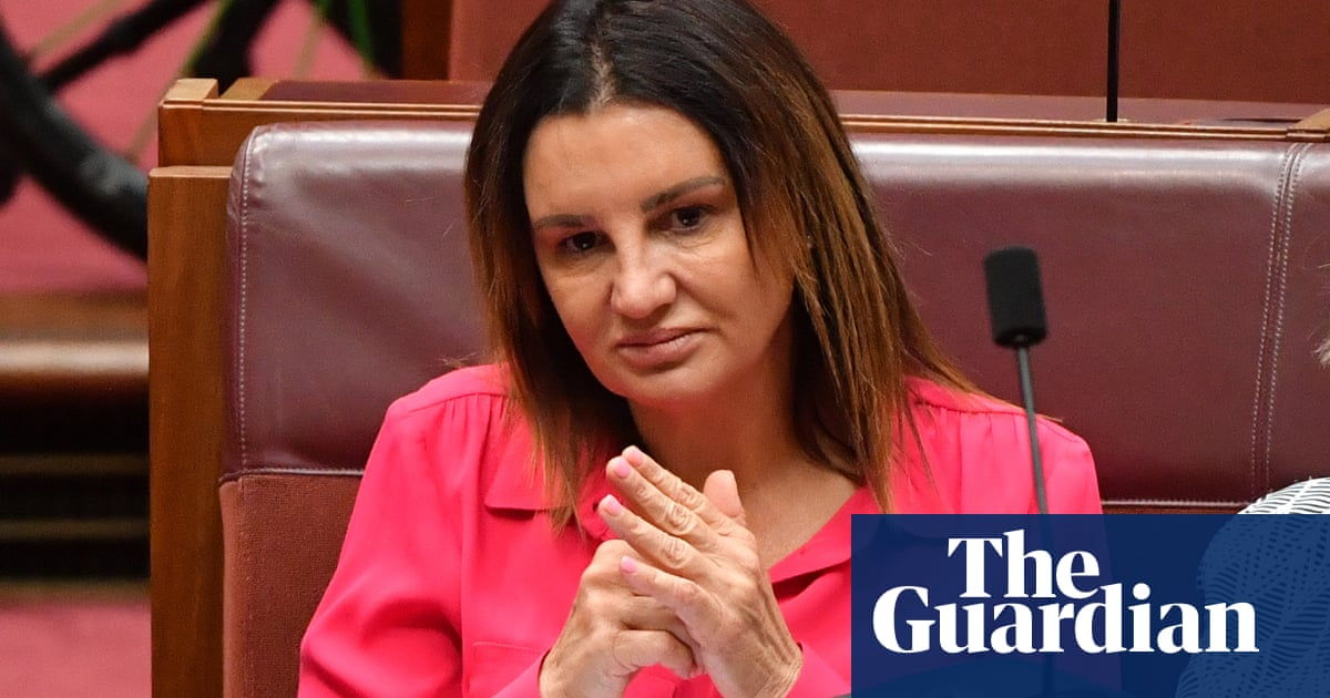 Jacqui Lambie sinks Coalition plan to ban mobile phone access in immigration detention – The Guardian