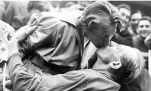 Zatopek receives a kiss from his wife after winning the gold medal in 1952