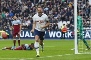 Harry Kane celebrates scoring Tottenham's third goal to beat West Ham 3-2 at the London stadium.