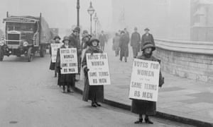 Suffragists picketing the House of Commons in 1924