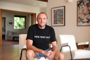 Manly resident Mark Kelly has sold more than 6,000 Vote Tony Out T-shirts.