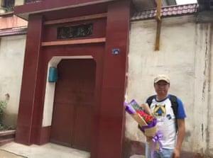 You Minglei, visiting Zhao Wei's home