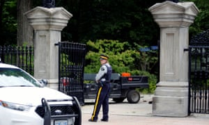 Rideau Hall in Ottawa. In addition to 21 charges relate to the weapons, Hurren is accused of threatening to cause death or bodily harm to the prime minister.