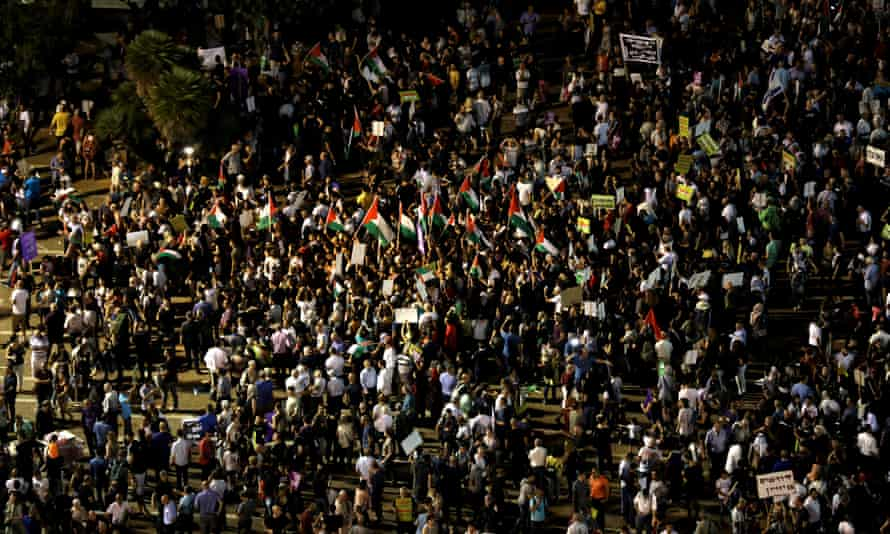 Crowds in Rabin Square