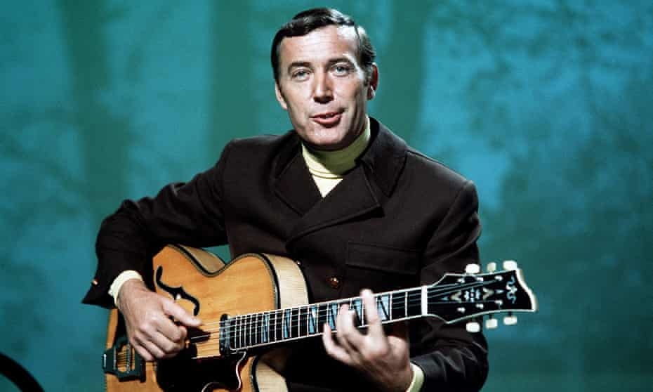 Val Doonican with guitar