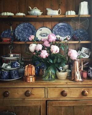 It's the Belgian photographer and food writer Regula Ysewijn's love of all things old and lovely that shines throughout her kitchen; @missfoodwise