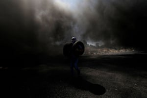 Tyres were set on fire in a protest supporting Palestinian prisoners in Israeli jails, near the Jewish settlement of Beit El in the occupied West Bank.