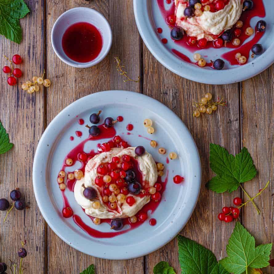 Mascarpone cream, hibiscus syrup, black pepper, summer berries.