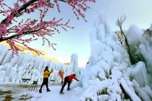 Shijiazhuang, China: Tourists enjoy the frozen scenery at Mimishui scenic spot