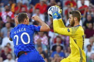 David De Gea catches the ball ahead of Croatia's Marko Pjaca.