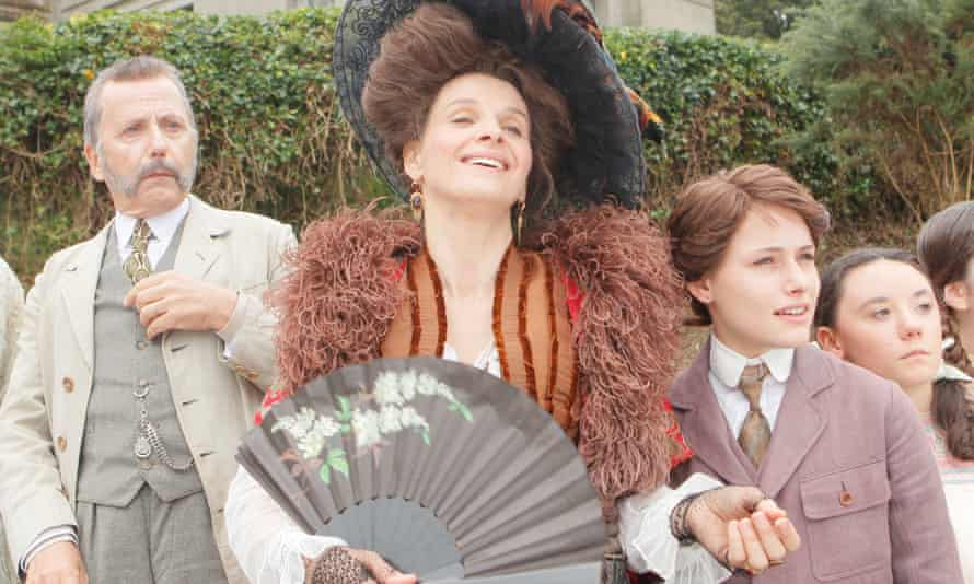 Juliette Binoche in a large hat and using a fan, playing an emotionally unhinged aunt in the slapstick Slack Bay