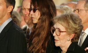 Patti Davis and her mother, Nancy Reagan.