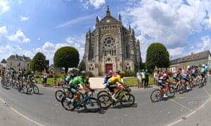 Sagan and the peloton during the 2018 Tour de France.