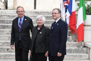 Janet Yellen, Chair of the Board of Governors of the Federal Reserve System, flanked by Padoan and Visco.