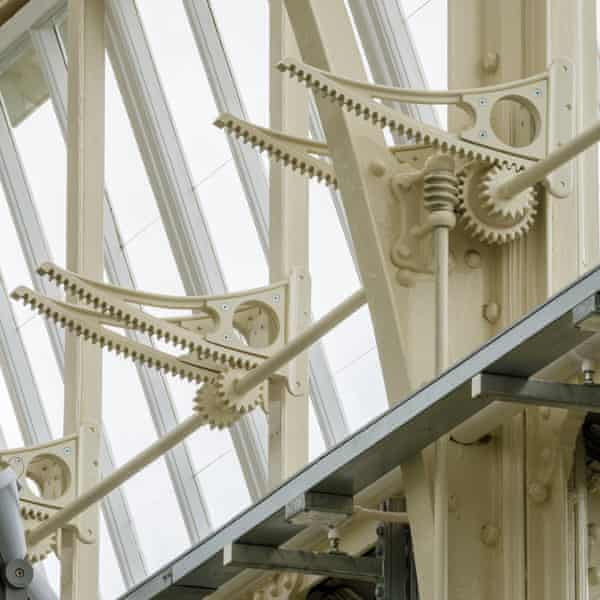 'Pterodactyl wing' window closers.